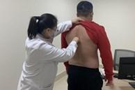 Chàng thanh niên 30 tuổi phải vào viện cấp cứu, bác sĩ cảnh báo một kiểu ngồi rất nguy hiểm