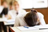 Muốn xin nghỉ học nhưng sợ thầy giáo không cho, nữ sinh nghĩ ra cách hết sức bất ngờ, đến mức ai nhìn thấy cũng phải phì cười
