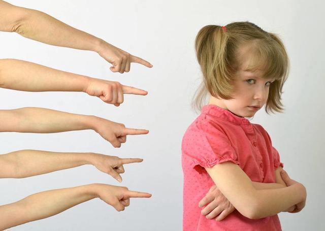 2 đứa trẻ mắc cùng 1 lỗi, hành động của 2 bà mẹ cho kết quả quá khác biệt: Thái độ của cha mẹ khi trẻ mắc lỗi sẽ quyết định tương lai của chúng-1