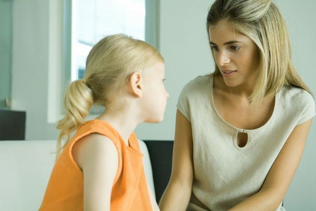 2 đứa trẻ mắc cùng 1 lỗi, hành động của 2 bà mẹ cho kết quả quá khác biệt: Thái độ của cha mẹ khi trẻ mắc lỗi sẽ quyết định tương lai của chúng-2