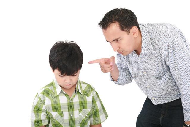 2 đứa trẻ mắc cùng 1 lỗi, hành động của 2 bà mẹ cho kết quả quá khác biệt: Thái độ của cha mẹ khi trẻ mắc lỗi sẽ quyết định tương lai của chúng-3