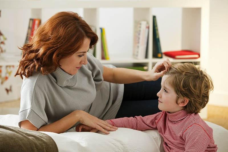2 đứa trẻ mắc cùng 1 lỗi, hành động của 2 bà mẹ cho kết quả quá khác biệt: Thái độ của cha mẹ khi trẻ mắc lỗi sẽ quyết định tương lai của chúng-6