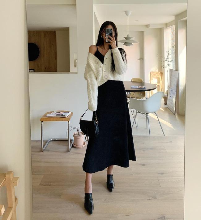 12 cách mặc váy hai dây + áo dài tay hợp mùa Xuân, chị em áp dụng đảm bảo trẻ đẹp mọi lúc mọi nơi-12