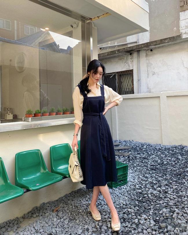 12 cách mặc váy hai dây + áo dài tay hợp mùa Xuân, chị em áp dụng đảm bảo trẻ đẹp mọi lúc mọi nơi-6