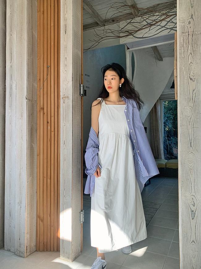 12 cách mặc váy hai dây + áo dài tay hợp mùa Xuân, chị em áp dụng đảm bảo trẻ đẹp mọi lúc mọi nơi-8