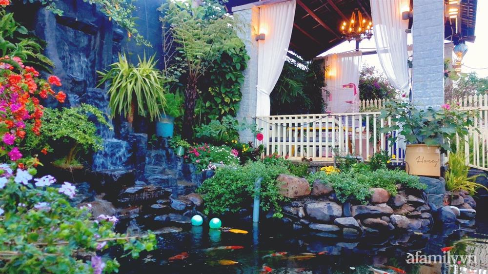 Bận rộn chăm sóc 3 con, bà mẹ đảm vẫn một tay thiết kế khu vườn đầy hoa đẹp như mơ ở Đắk Nông-2