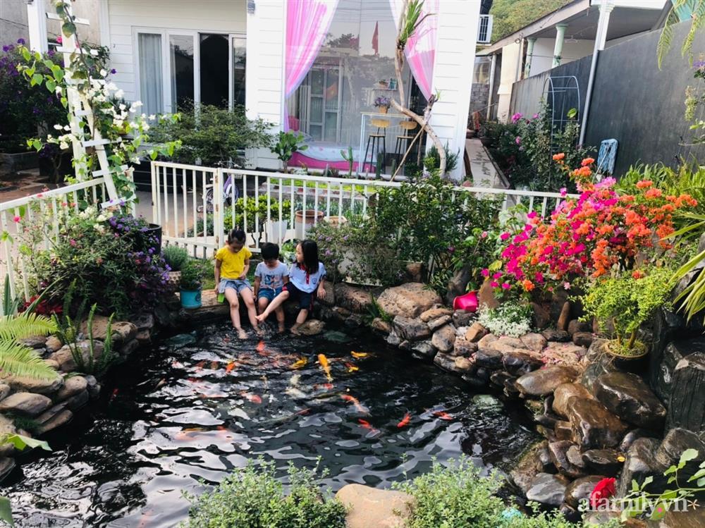 Bận rộn chăm sóc 3 con, bà mẹ đảm vẫn một tay thiết kế khu vườn đầy hoa đẹp như mơ ở Đắk Nông-4