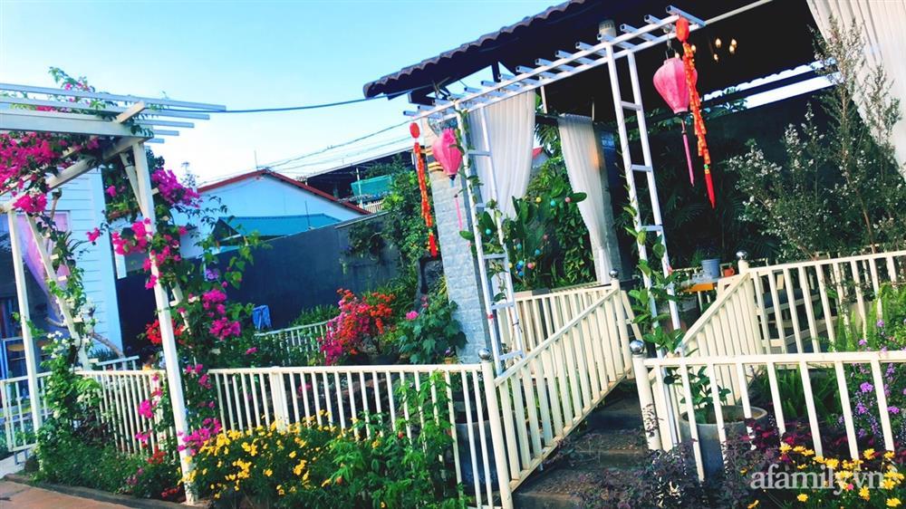 Bận rộn chăm sóc 3 con, bà mẹ đảm vẫn một tay thiết kế khu vườn đầy hoa đẹp như mơ ở Đắk Nông-7