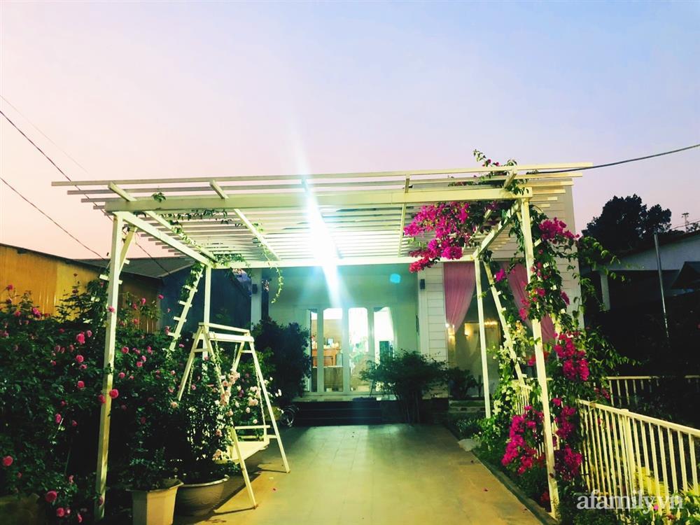 Bận rộn chăm sóc 3 con, bà mẹ đảm vẫn một tay thiết kế khu vườn đầy hoa đẹp như mơ ở Đắk Nông-9