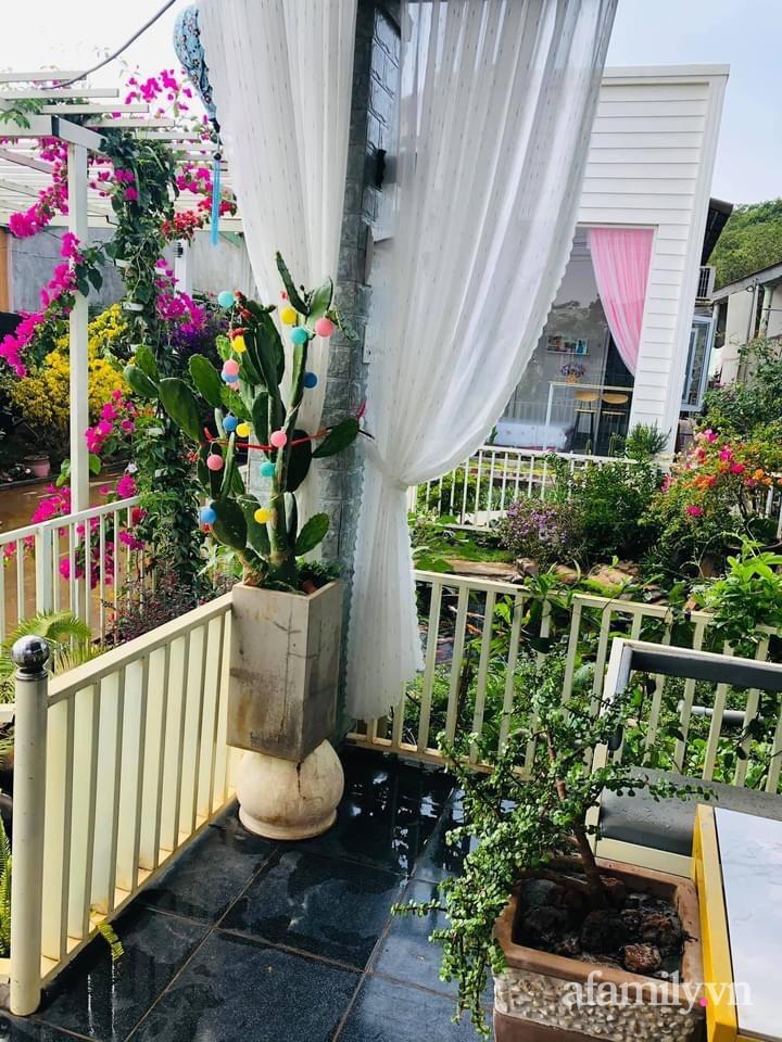 Bận rộn chăm sóc 3 con, bà mẹ đảm vẫn một tay thiết kế khu vườn đầy hoa đẹp như mơ ở Đắk Nông-22