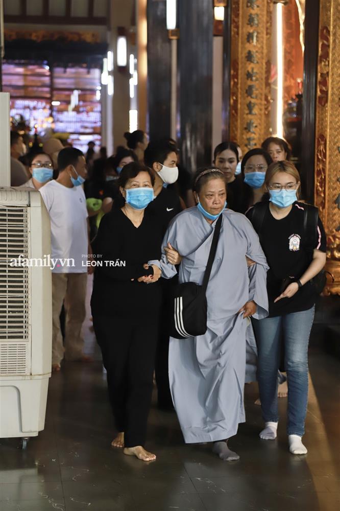 Lễ tưởng niệm và cầu siêu chuyên gia trang điểm Phan Minh Lộc: Mẹ Minh Lộc tiết lộ nguyên nhân khiến anh đột ngột ra đi-4