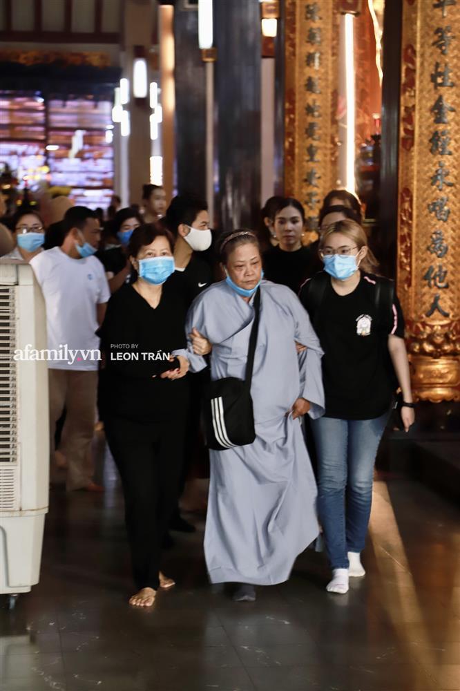 Lễ tưởng niệm và cầu siêu chuyên gia trang điểm Phan Minh Lộc: Mẹ Minh Lộc tiết lộ nguyên nhân khiến anh đột ngột ra đi-5