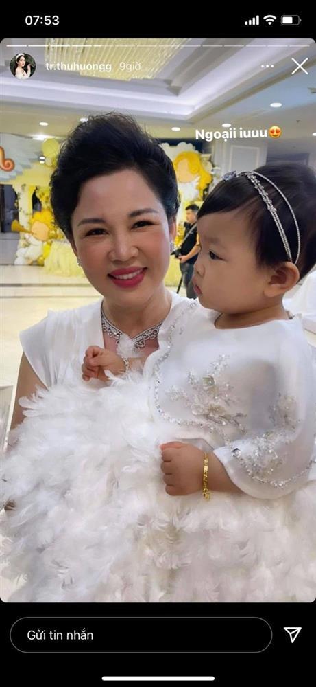 Cô dâu 200 cây vàng ở Nam Định tổ chức sinh nhật hoành tráng cho con gái nhưng nhan sắc đỉnh cao của bà ngoại mới đáng chú ý hơn cả-2