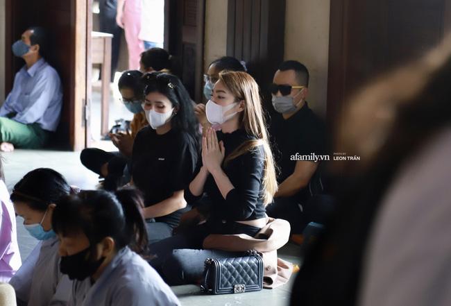 Lễ tưởng niệm và cầu siêu chuyên gia trang điểm Phan Minh Lộc: Mẹ Minh Lộc tiết lộ nguyên nhân khiến anh đột ngột ra đi-10