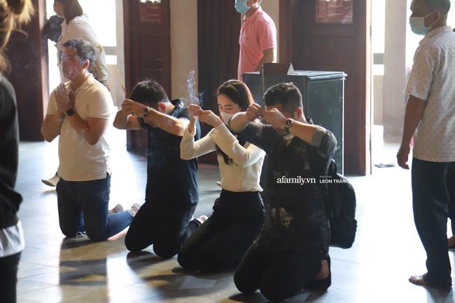 Lễ tưởng niệm và cầu siêu chuyên gia trang điểm Phan Minh Lộc: Mẹ Minh Lộc tiết lộ nguyên nhân khiến anh đột ngột ra đi-7