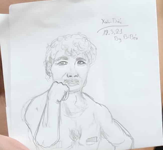 """Bi béo lại gây cười khi trổ tài vẽ tranh chân dung bố Xuân Bắc, nhìn thành quả trông như ông lão đánh cá và con cá vàng""""-3"""