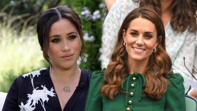 Thông tin mới về drama rơi nước mắt vì chiếc váy phù dâu: Meghan ném bó hoa của Kate vào thùng rác khiến chị dâu bật khóc-1