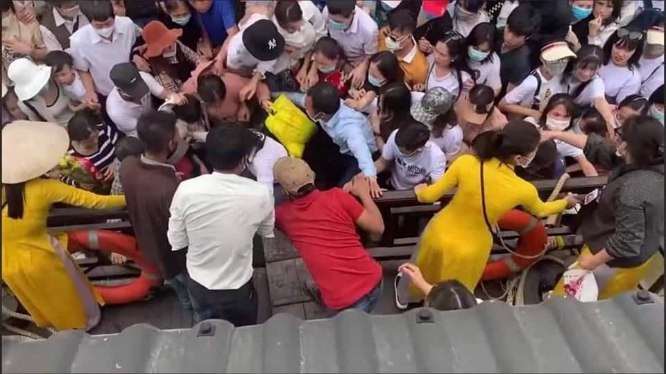 Biển người tại chùa Tam Chúc trong ngày cuối tuần-2