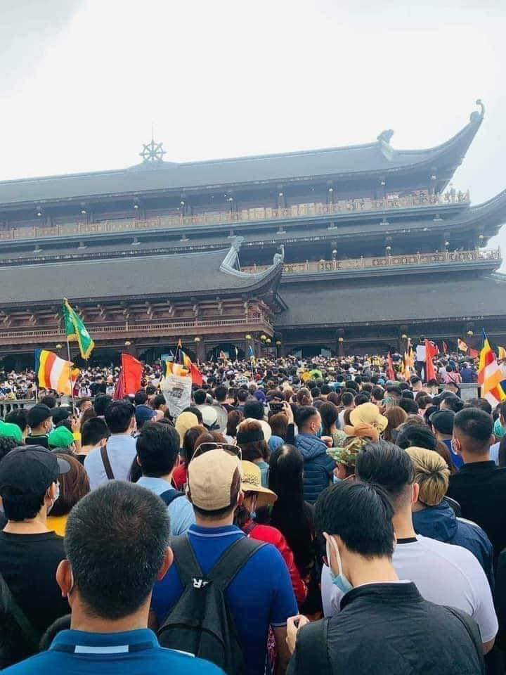 Biển người tại chùa Tam Chúc trong ngày cuối tuần-3