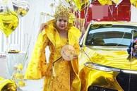 Đi nhận xe mà mặc đồ như Hoàng hậu giá đáo, nữ khách hàng khiến dân mạng xôn xao nhất ngày hôm nay!