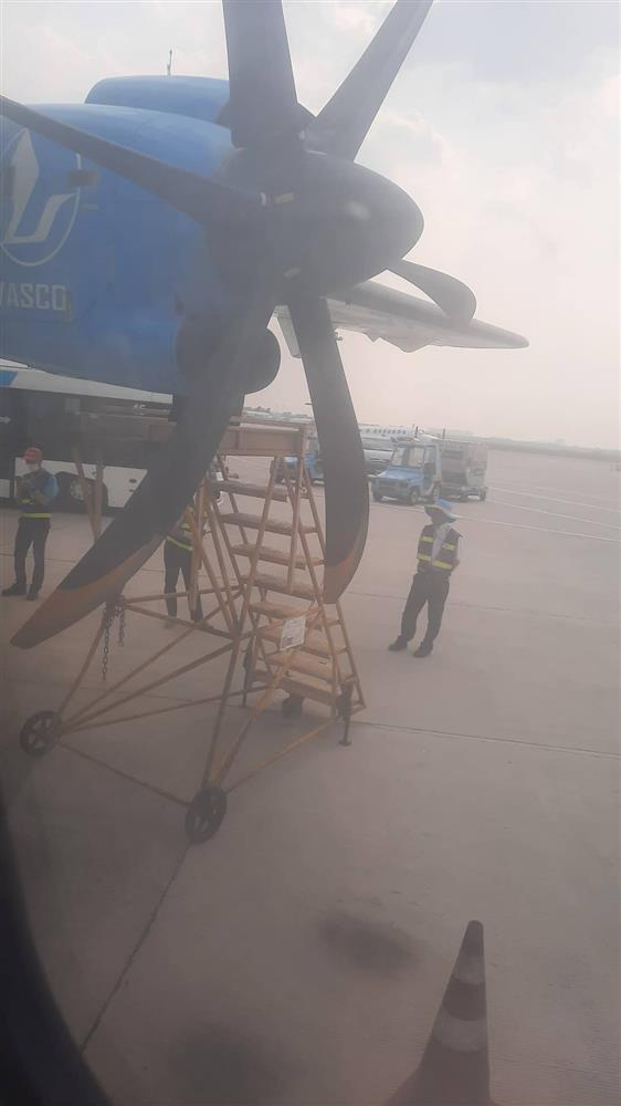 Chuyến bay từ TP.HCM đi Côn Đảo phải quay về vì máy bay có khói-3