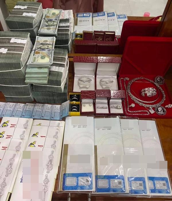 Đám cưới khủng ở An Giang: Hơn 2 tỷ quà cưới, của hồi môn gồm tiền, vàng, ngoại tệ, kim cương chất đầy bàn khiến MXH xỉu lên xỉu xuống-3