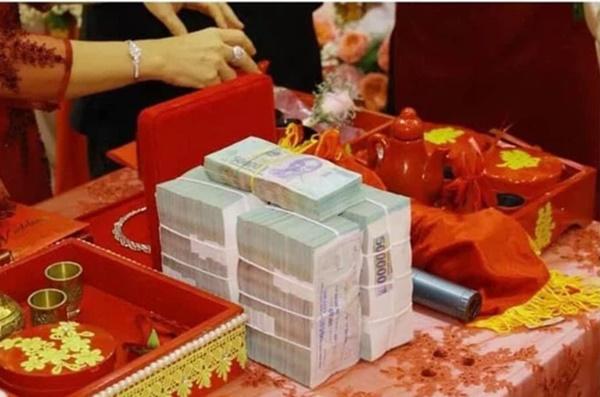 Đám cưới khủng ở An Giang: Hơn 2 tỷ quà cưới, của hồi môn gồm tiền, vàng, ngoại tệ, kim cương chất đầy bàn khiến MXH xỉu lên xỉu xuống-4