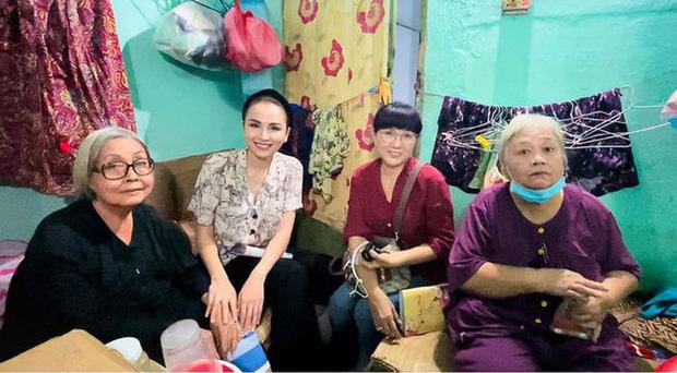 Xót xa hoàn cảnh NS cải lương Trang Thanh Xuân 71 tuổi: Sống trong phòng trọ vỏn vẹn 6m2, bệnh tật vẫn đi bán vé số-6