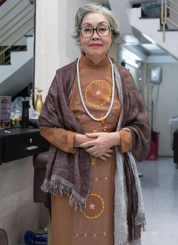 Xót xa hoàn cảnh NS cải lương Trang Thanh Xuân 71 tuổi: Sống trong phòng trọ vỏn vẹn 6m2, bệnh tật vẫn đi bán vé số-9