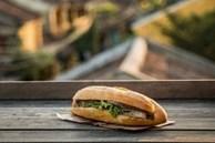 Bức ảnh ổ Bánh mì Việt Nam đạt gần 17k likes trên chuyên trang hình ảnh nổi tiếng thế giới, bất ngờ hơn là danh tính của tác giả