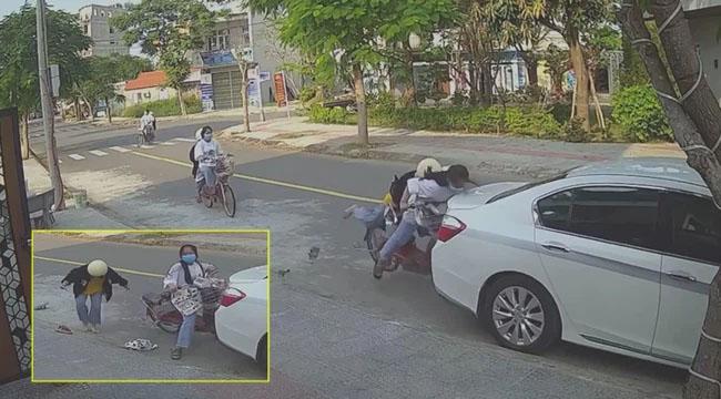 Mải buôn chuyện trên đường, 2 cô gái đâm sầm vào đuôi ô tô, nhìn hậu quả sự việc mà chủ xe chỉ còn biết ngậm đắng-1