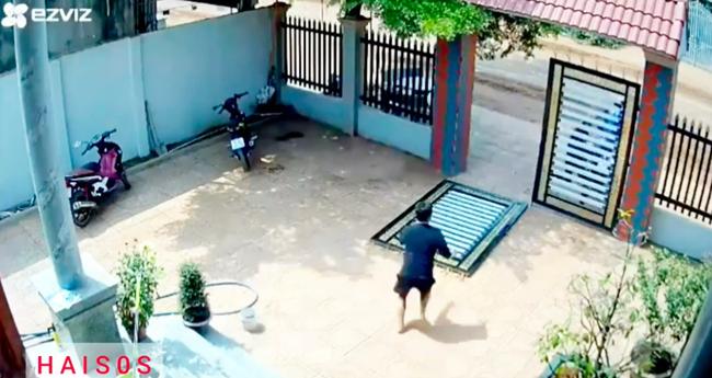 Clip: Kinh hoàng cảnh 2 đối tượng phá cổng sắt vào sân trộm xe máy giữa ban ngày, cách chúng tấn công khi bị chủ nhà phát hiện khiến ai nấy thất kinh-4