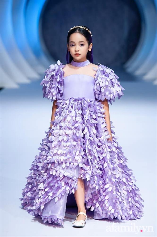 Con gái Việt Anh trong Hướng dương ngược nắng: Ngoài đời được mẹ nuôi dạy chu đáo, tự biết giữ gìn nhan sắc từ nhỏ nên ngày càng xinh đẹp-5