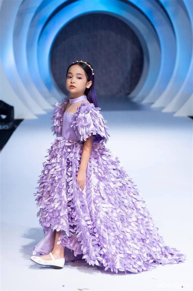 Con gái Việt Anh trong Hướng dương ngược nắng: Ngoài đời được mẹ nuôi dạy chu đáo, tự biết giữ gìn nhan sắc từ nhỏ nên ngày càng xinh đẹp-6