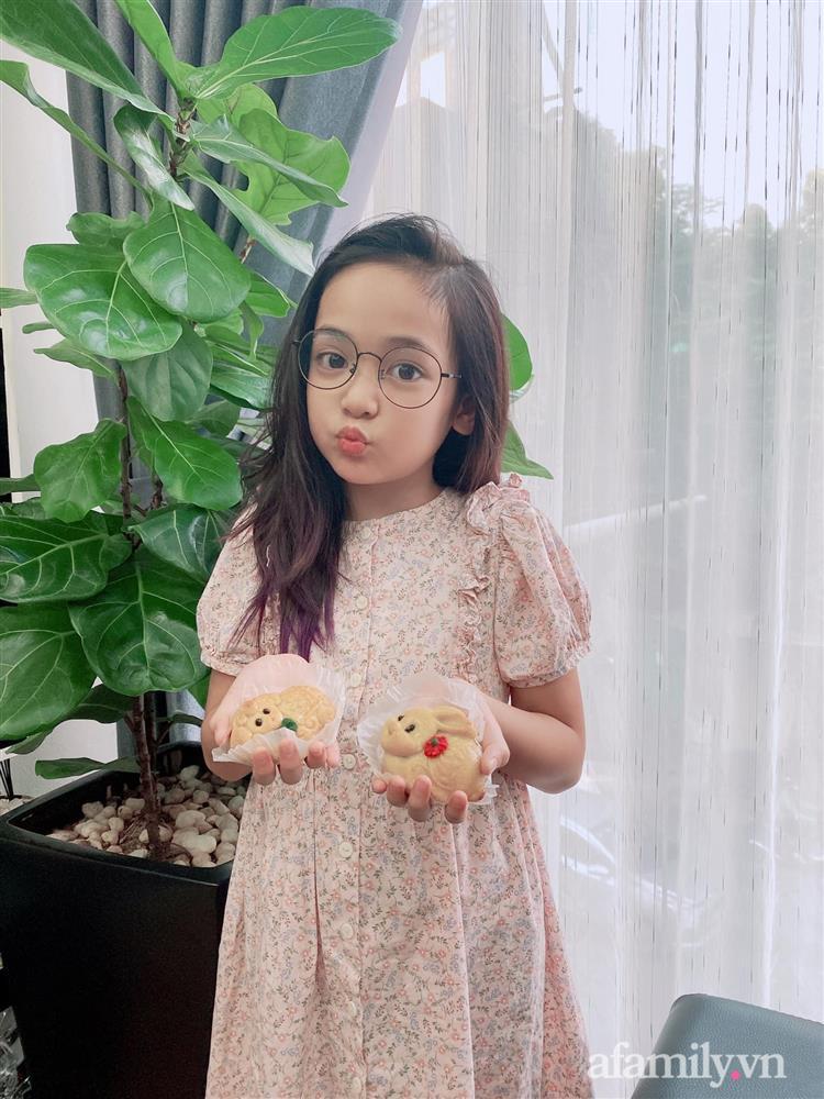 Con gái Việt Anh trong Hướng dương ngược nắng: Ngoài đời được mẹ nuôi dạy chu đáo, tự biết giữ gìn nhan sắc từ nhỏ nên ngày càng xinh đẹp-14