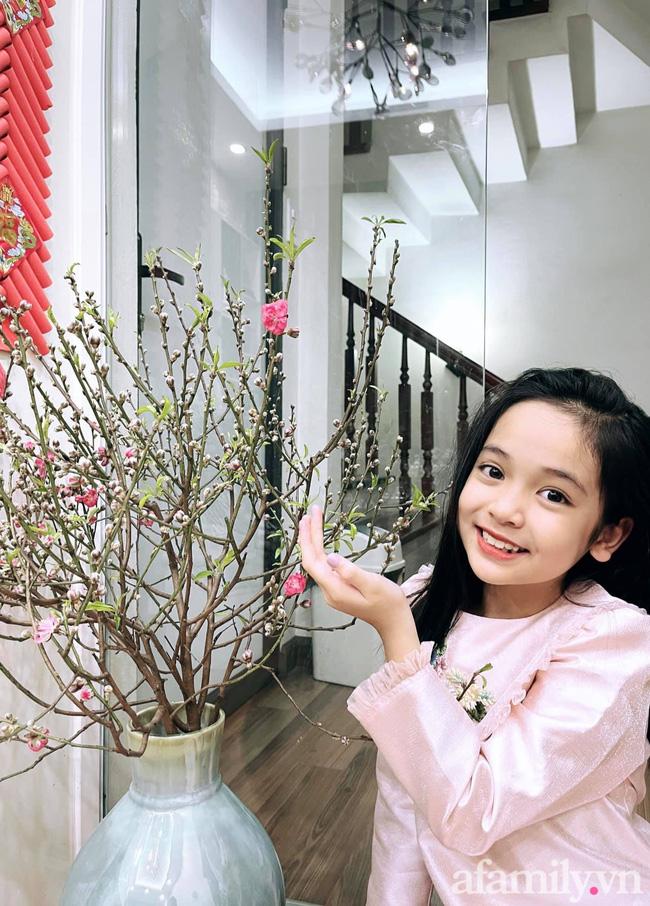 Con gái Việt Anh trong Hướng dương ngược nắng: Ngoài đời được mẹ nuôi dạy chu đáo, tự biết giữ gìn nhan sắc từ nhỏ nên ngày càng xinh đẹp-18