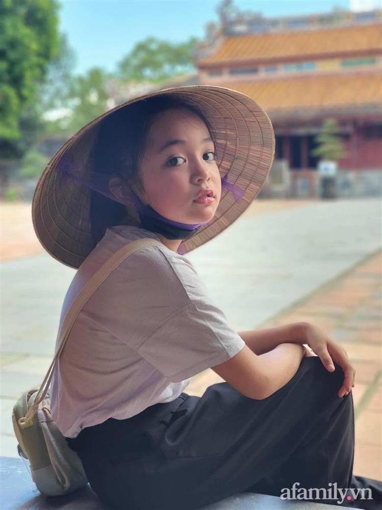 Con gái Việt Anh trong Hướng dương ngược nắng: Ngoài đời được mẹ nuôi dạy chu đáo, tự biết giữ gìn nhan sắc từ nhỏ nên ngày càng xinh đẹp-19