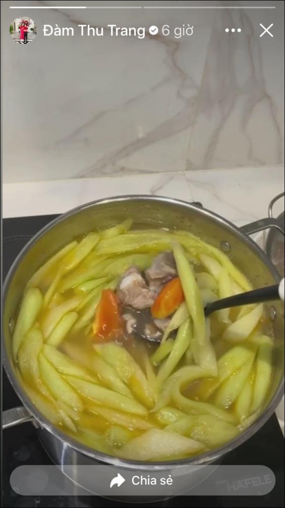 Đàm Thu Trang đãi chồng đại giacanh sườn dọc mùng ngọt mát ngon cơm,ít vào bếp nhưng tài nấu nướng thật đáng học hỏi-2