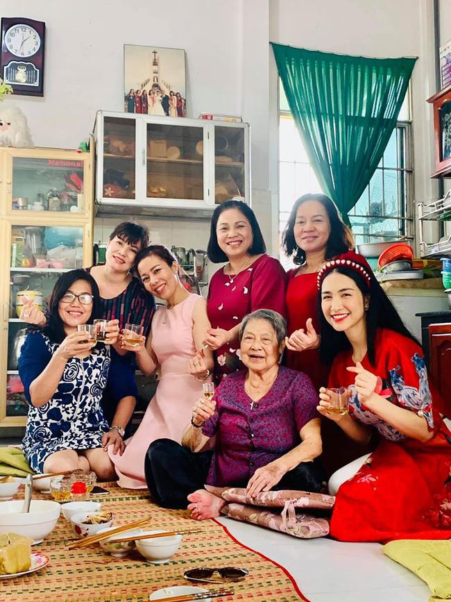 Hòa Minzy làm rõ mối quan hệ với mẹ chồng giàu có chỉ qua một tấm ảnh-3