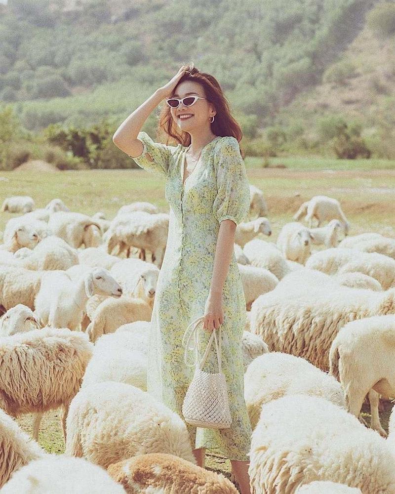 Học lỏm Hà Tăng, Thanh Hằng cùng loạt mỹ nhân Việt 1001 cách diện váy hoa đẹp đúng điệu-5