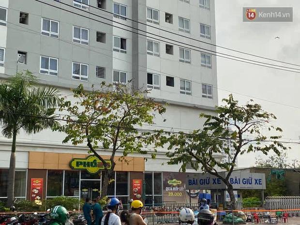 Vụ 2 cô gái trẻ rơi chung cư tử vong ở TP.HCM: Cư dân thấy 2 người mặc áo khoác đen đi thang máy lên sân thượng-3