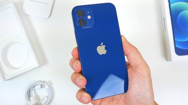 Apple bị phạt vì bán iPhone không kèm sạc-1