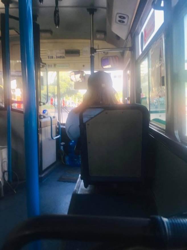 Bức xúc nhân viên xe buýt gắt gỏng, la hét xuống đi dù hành khách nhẹ nhàng, lịch sự-2