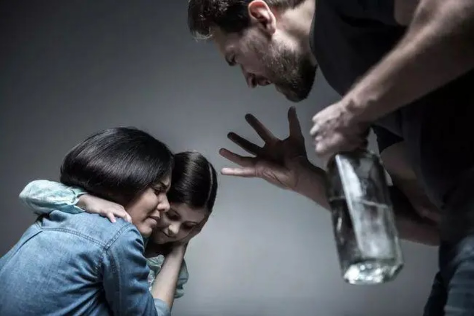 Đàn ông vũ phu, ưa bạo lực gia đình có 4 đặc điểm tiềm ẩn, 2 trong số đó rất nguy hiểm, phụ nữ hãy thật tỉnh táo để không lấy nhầm người!-2