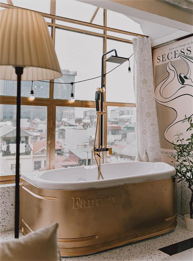 Cô nàng trổ tài biến hoá phòng thờ thành phòng gác mái Tây Tây, riêng chiếc bồn tắm chill như ở resort-10