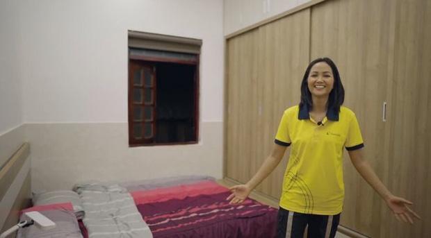 Hoa hậu HHen sửa nhà hết 2,5 tỷ để báo hiếu, kể chuyện mẹ từng phải bán dây chuyền để xây nhà nghe mà thương-9
