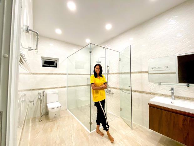 Hoa hậu HHen sửa nhà hết 2,5 tỷ để báo hiếu, kể chuyện mẹ từng phải bán dây chuyền để xây nhà nghe mà thương-10