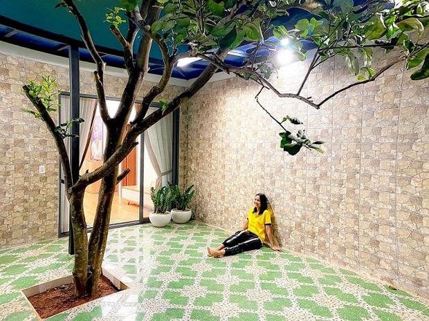 Hoa hậu HHen sửa nhà hết 2,5 tỷ để báo hiếu, kể chuyện mẹ từng phải bán dây chuyền để xây nhà nghe mà thương-11