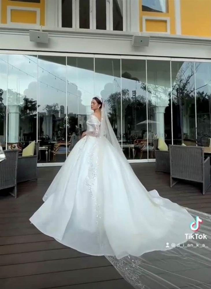 Lộ bức ảnh tay nắm tay như đang chụp ảnh cưới, thủ môn Bùi Tiến Dũng cùng bạn gái được đồn đoán chuẩn bị về một nhà?-4