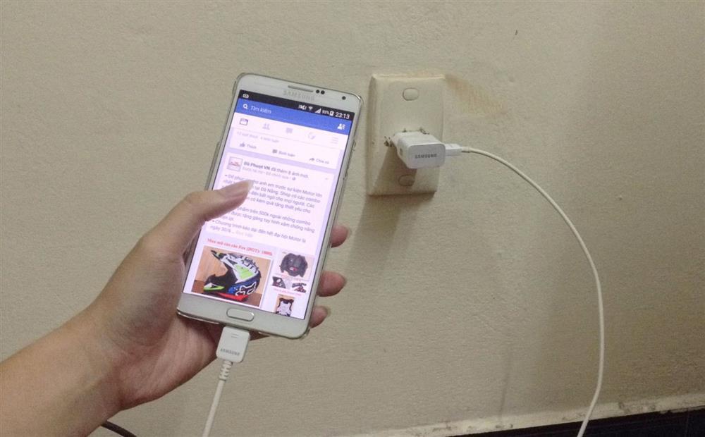 Những thói quen nhỏ ảnh hưởng đến tuổi thọ của dế yêu: Khi không dùng, nên ngửa hay úp màn hình điện thoại để không bị hỏng nhanh chóng-3
